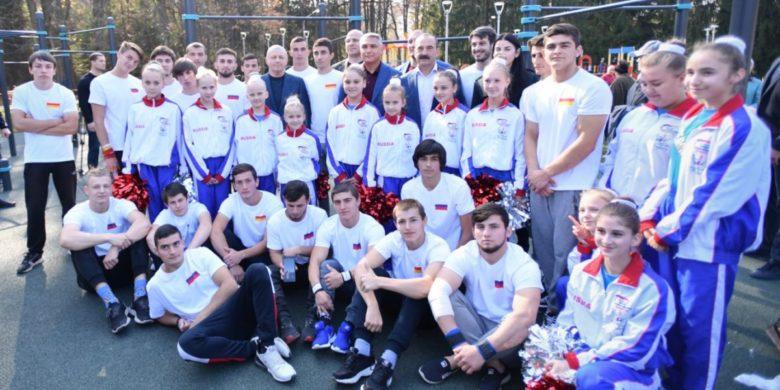 Александр Матовников и Вячеслав Битаров приняли участие в церемонии открытия крупнейшего в СКФО воркаут-комплекса